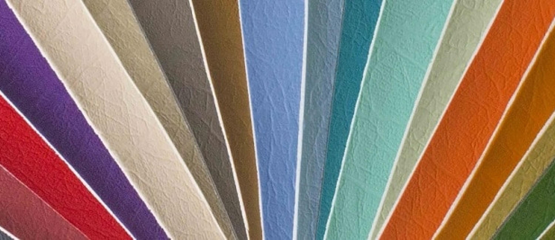 Foto van verscheidenheid aan kleuren van een collectie kunstleer